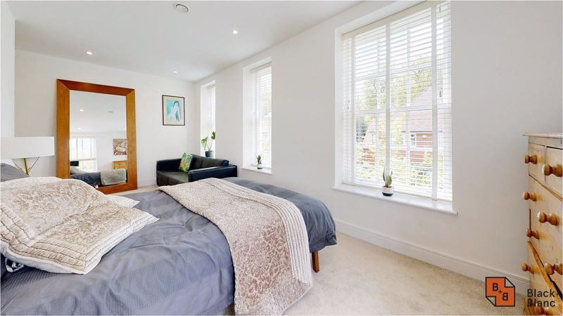 2 bed flat for sale in West Common Road 11