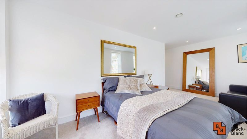 2 bed flat for sale in West Common Road 12