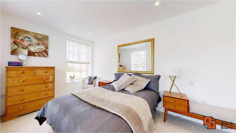 2 bed flat for sale in West Common Road 13