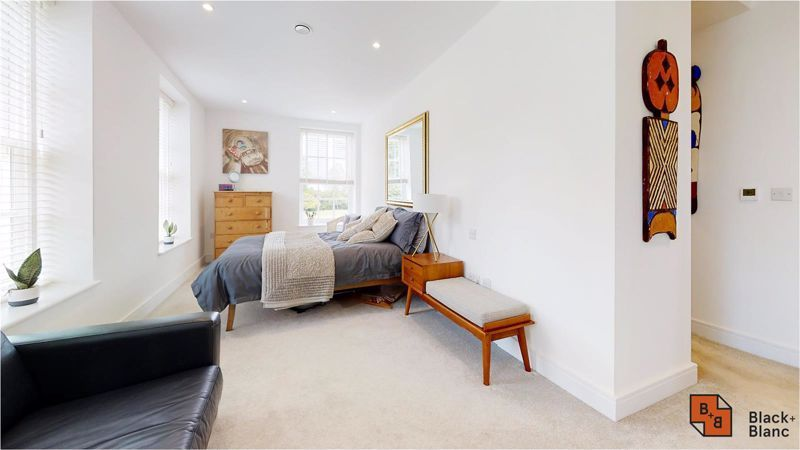 2 bed flat for sale in West Common Road 15