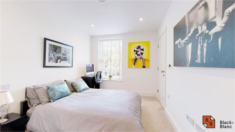 2 bed flat for sale in West Common Road 16