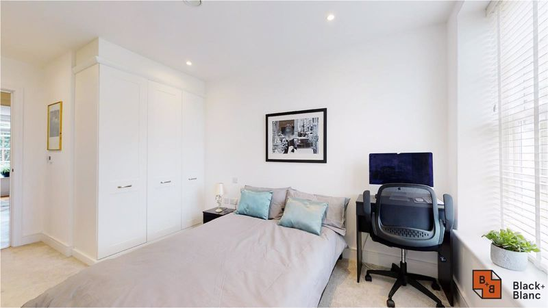 2 bed flat for sale in West Common Road 17