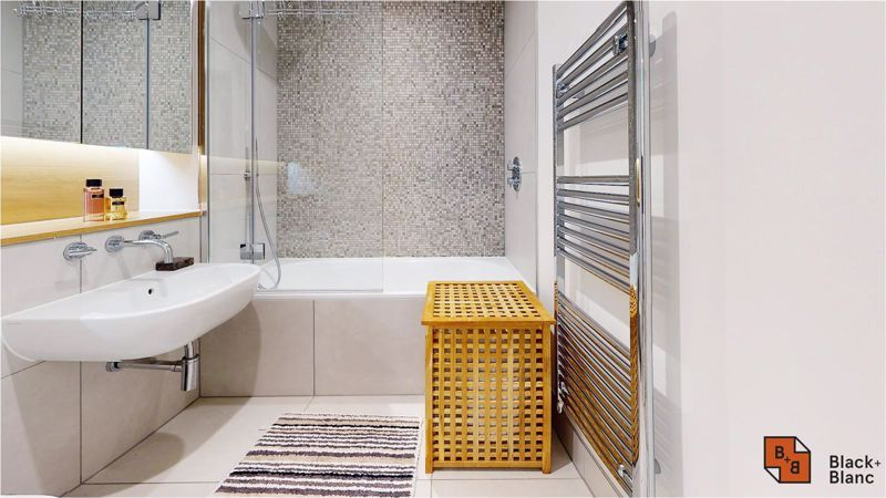 2 bed flat for sale in West Common Road 18
