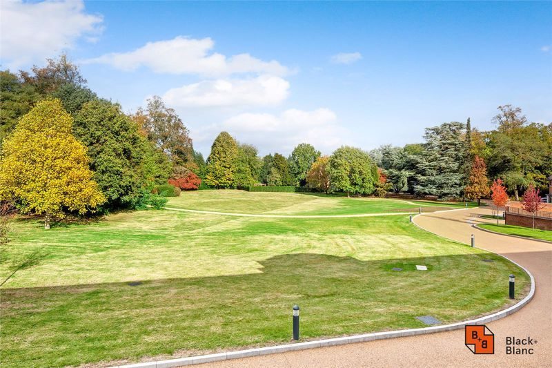 2 bed flat for sale in West Common Road  - Property Image 20