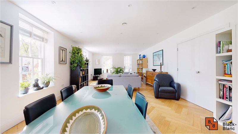 2 bed flat for sale in West Common Road 3