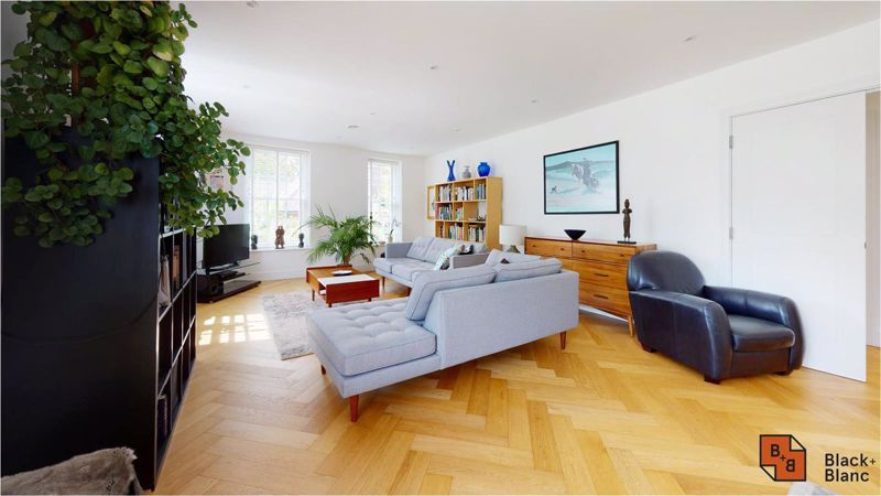 2 bed flat for sale in West Common Road  - Property Image 5