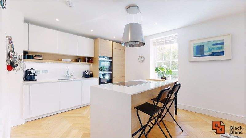 2 bed flat for sale in West Common Road 8