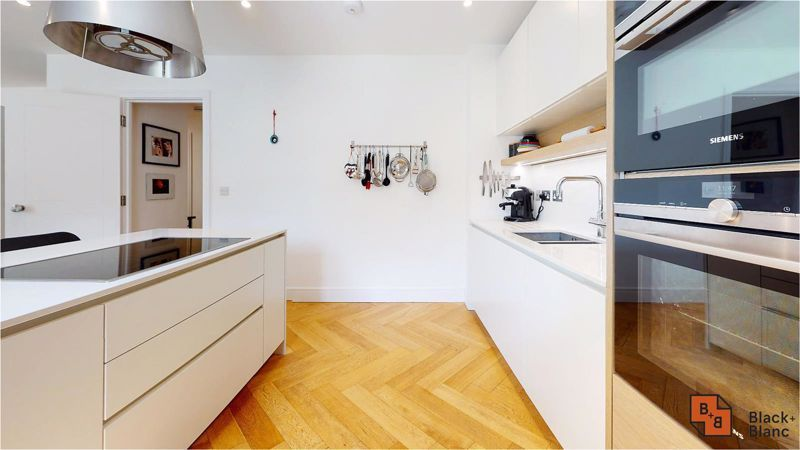 2 bed flat for sale in West Common Road 9