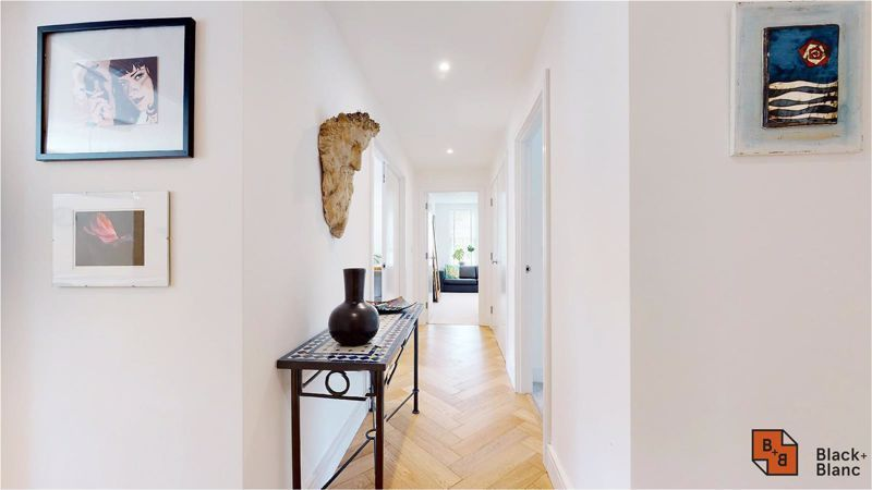 2 bed flat for sale in West Common Road 10