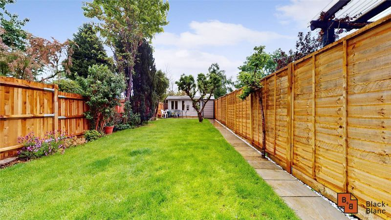 3 bed house for sale in Silver Lane 17