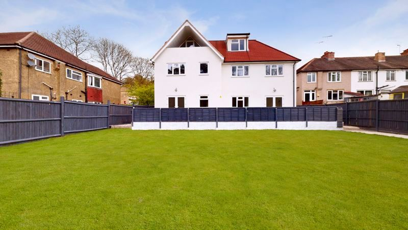 2 bed flat for sale in Godstone Road  - Property Image 11