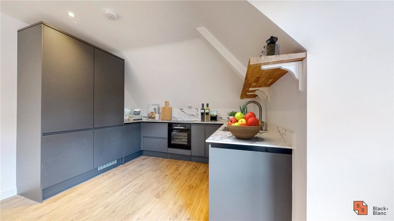 2 bed flat for sale in Godstone Road  - Property Image 4