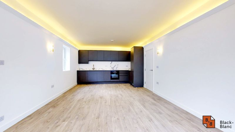 2 bed flat for sale in Godstone Road  - Property Image 2