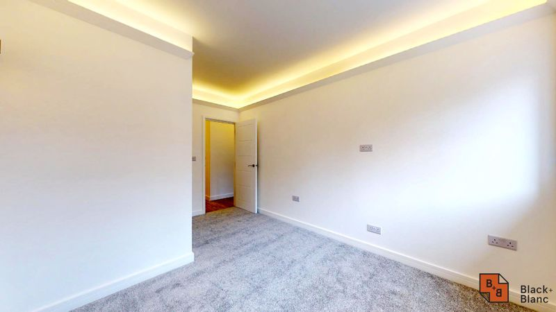 2 bed flat for sale in Godstone Road  - Property Image 6