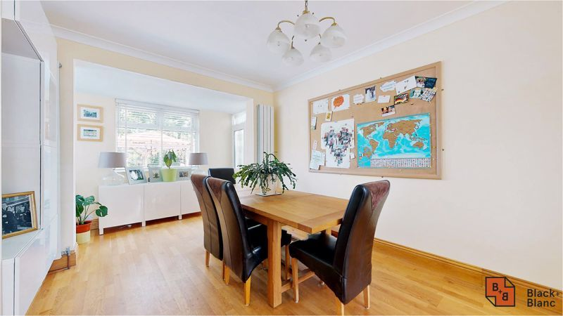 5 bed house for sale in Manor Road  - Property Image 2