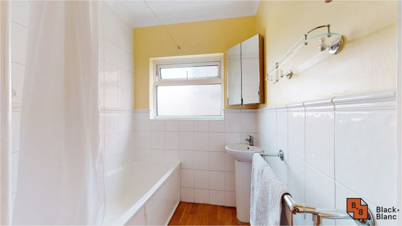 5 bed house for sale in Manor Road 11