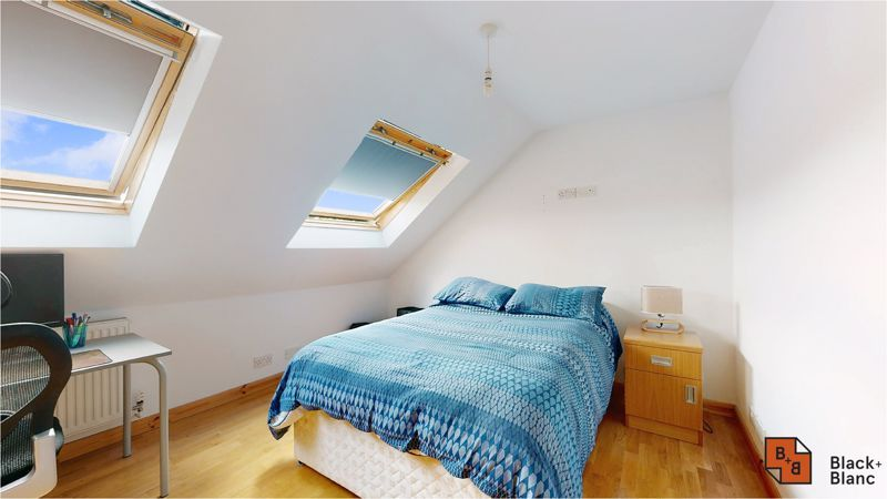 5 bed house for sale in Manor Road 12