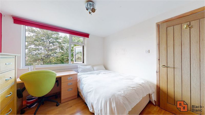 5 bed house for sale in Manor Road 14