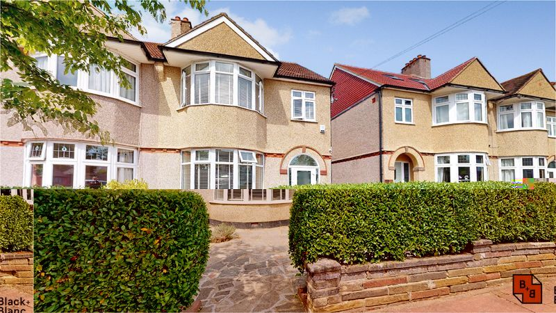 5 bed house for sale in Manor Road 15