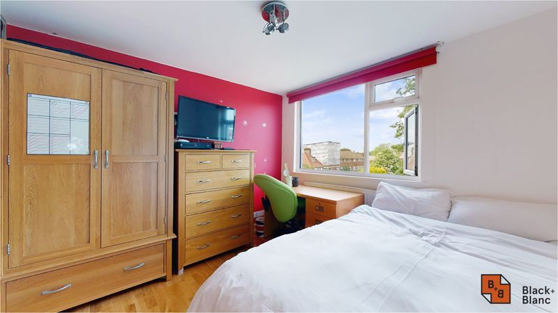 5 bed house for sale in Manor Road  - Property Image 16