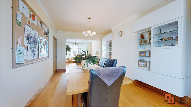 5 bed house for sale in Manor Road  - Property Image 4