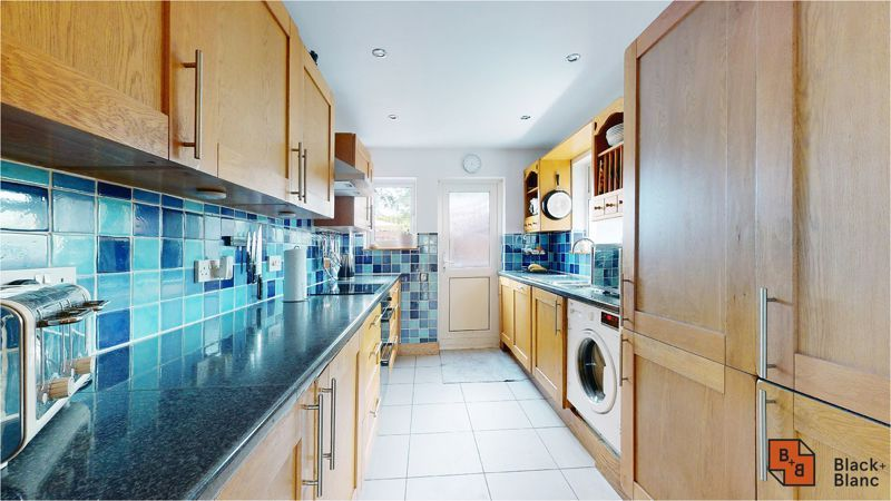 5 bed house for sale in Manor Road 5