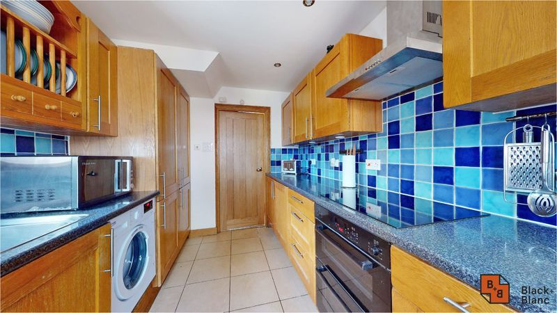 5 bed house for sale in Manor Road 6