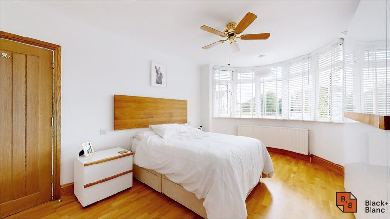5 bed house for sale in Manor Road 7
