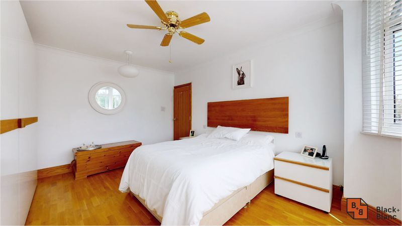 5 bed house for sale in Manor Road 8