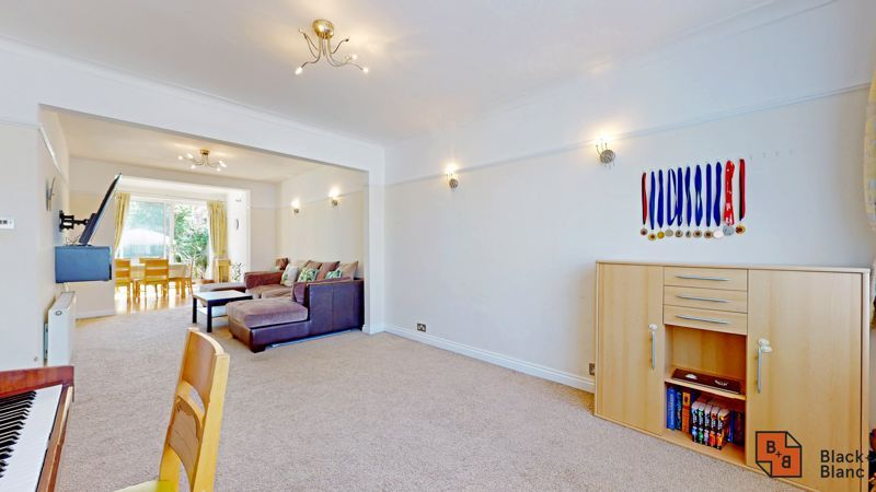 4 bed house for sale in Kent Road  - Property Image 2