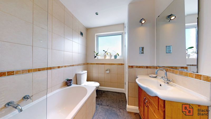 4 bed house for sale in Kent Road  - Property Image 13