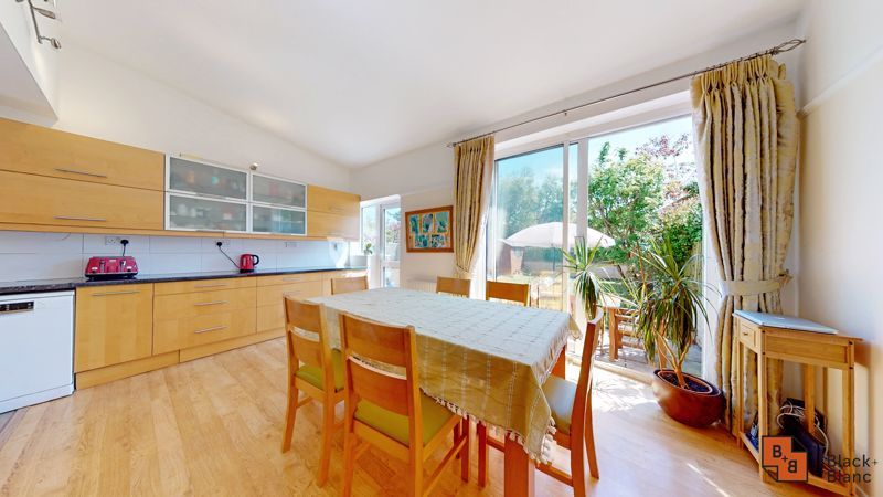 4 bed house for sale in Kent Road  - Property Image 4
