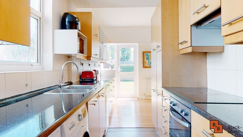 4 bed house for sale in Kent Road  - Property Image 6