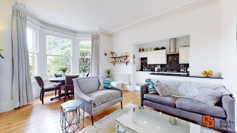 2 bed flat for sale in Park Lane 1
