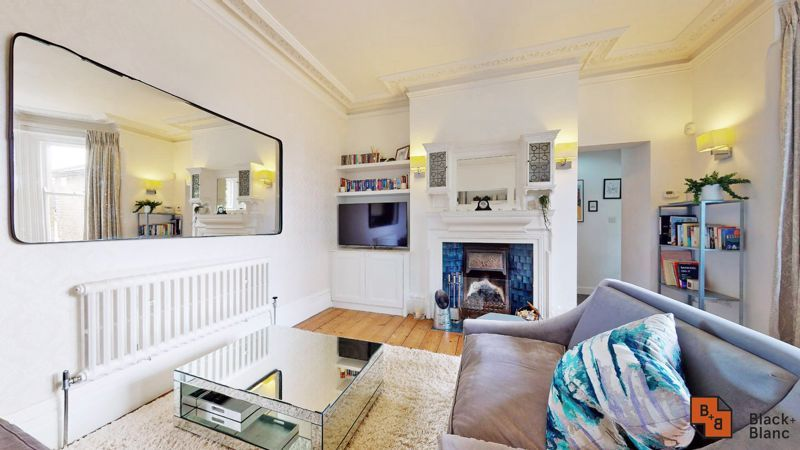 2 bed flat for sale in Park Lane 2