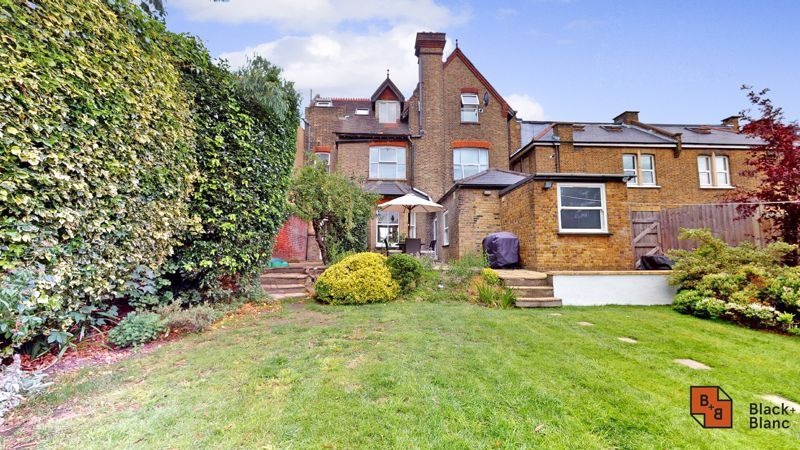 2 bed flat for sale in Park Lane 11