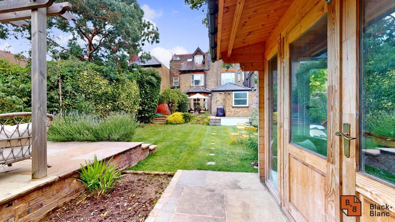 2 bed flat for sale in Park Lane 14