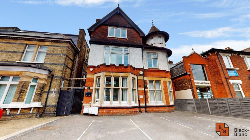 2 bed flat for sale in Park Lane 15