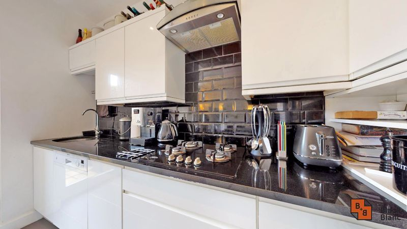 2 bed flat for sale in Park Lane  - Property Image 5
