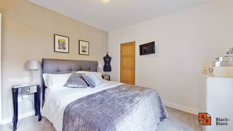 2 bed flat for sale in Park Lane 6