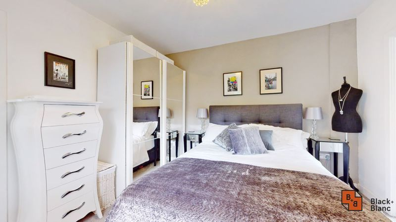 2 bed flat for sale in Park Lane 7