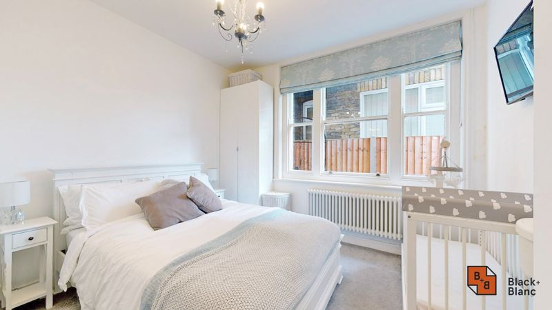 2 bed flat for sale in Park Lane 8