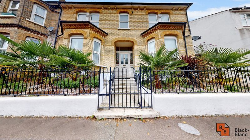 3 bed flat for sale in Waldegrave Road - Property Image 1
