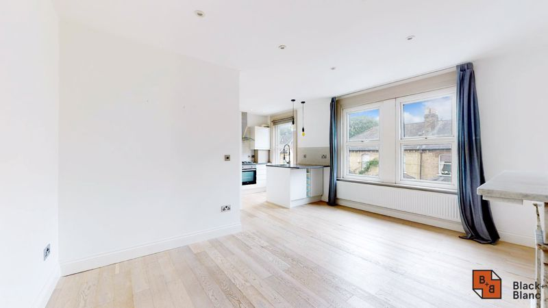 3 bed flat for sale in Waldegrave Road  - Property Image 2