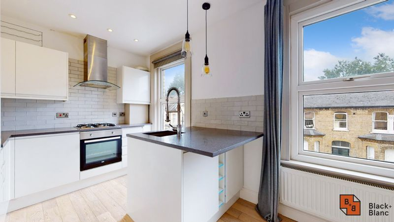 3 bed flat for sale in Waldegrave Road  - Property Image 3