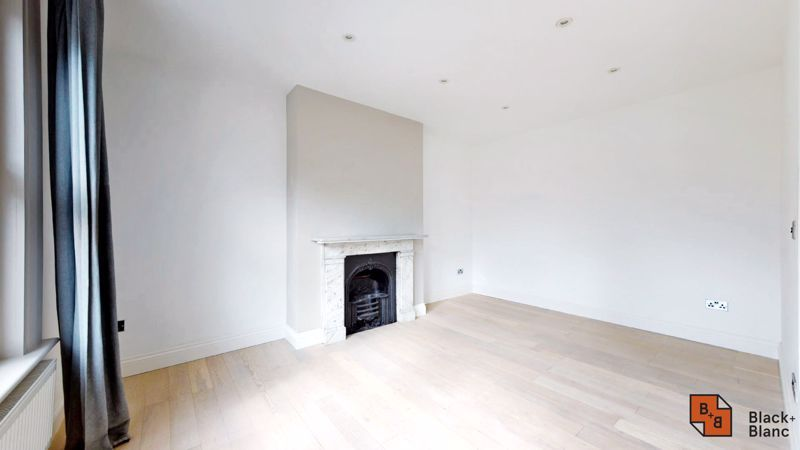 3 bed flat for sale in Waldegrave Road  - Property Image 4