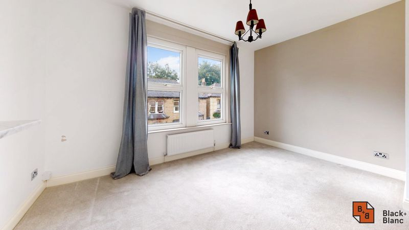 3 bed flat for sale in Waldegrave Road  - Property Image 5