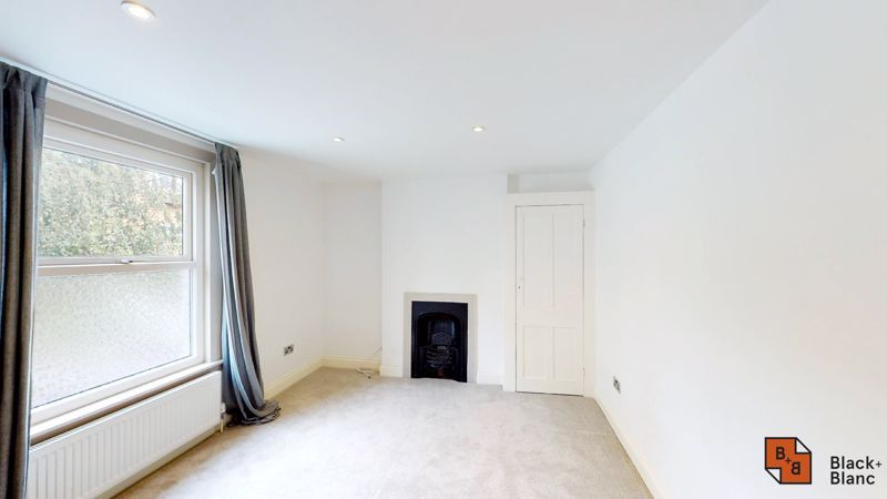 3 bed flat for sale in Waldegrave Road  - Property Image 6