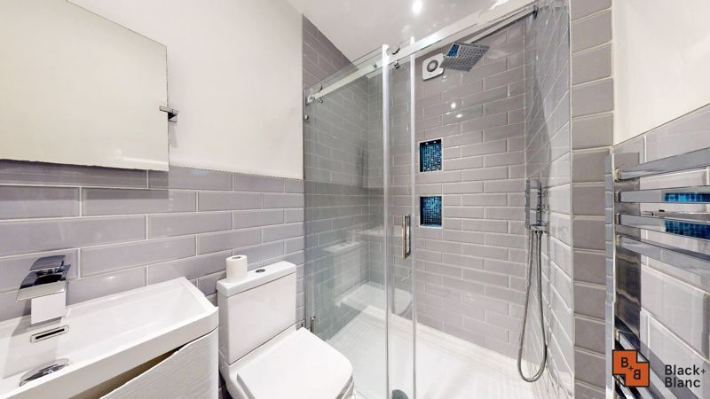 3 bed flat for sale in Waldegrave Road 7