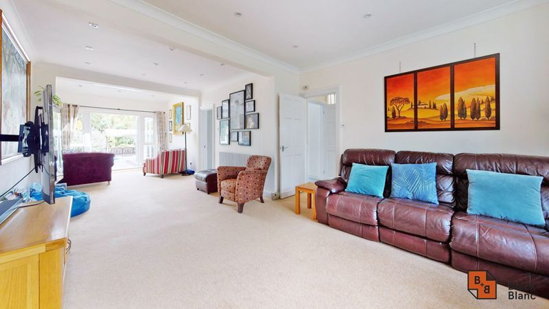 3 bed house for sale in Graham Close 2